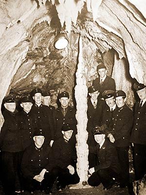 Eisenbahner in der Dechenhöhle