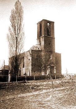 Die ausgebrannte katholische Kirche in Oestrich